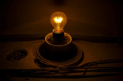 The great Lightbulb War goes on, funded by energy companies:old incandescent lightbulb,Lighting