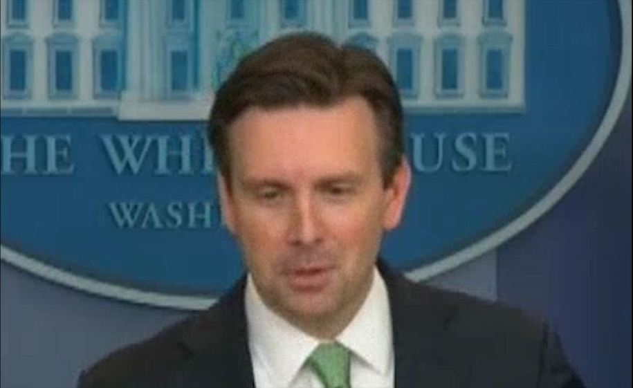 Birther Update >> Obama's Press Secretary Josh Earnest gloats at Ted Cruz's birther dilemma