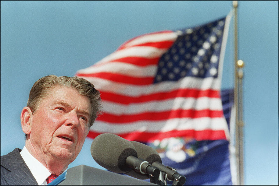SIMI VALLEY, UNITED STATES:  (FILES) This file picture taken 04 November 1991 in Simi Valley, California, shows US President Ronald Reagan giving a speech at the dedication of the library bearing his name. US media reported 05 June 2004 that Former US pre