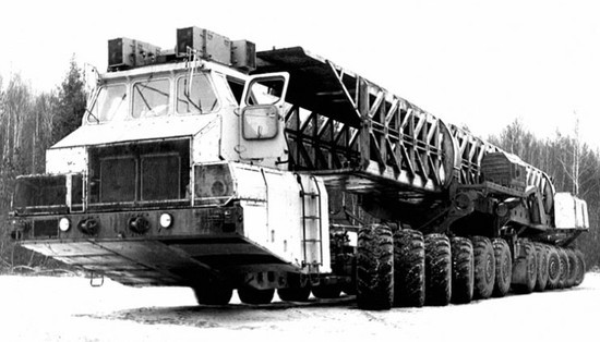 maz-7907-the-24-wheeled-russian-truck-designed-to-carry-100-ton-nuclear-rockets-93665-7.jpg