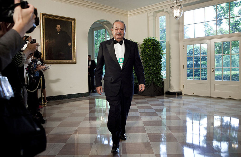 WASHINGTON - MAY 19:  Carlos Slim, Chairman and CEO of Telmex, Telcel and America Movil, arrives at the White House for a state dinner May 19, 2010 in Washington, DC.  President Barack Obama and first lady Michelle Obama are hosting Mexican President Felipe Calderon and his wife Margarita Zavala for a state dinner during their visit to the United States.   (Photo by Brendan Smialowski/Getty Images)