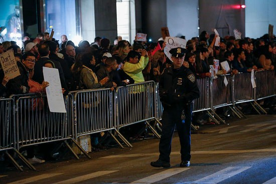 People take part in a protest against President-elect Donald Trump in front of Trump Tower in New York on November 10, 2016. / AFP / KENA BETANCUR        (Photo credit should read KENA BETANCUR/AFP/Getty Images)