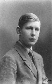 w h auden s mus e des beaux What is the meaning behind auden's classic poem w h auden wrote 'mus e des beaux arts' in december 1938, while he was staying in brussels with his friend christopher isherwood.