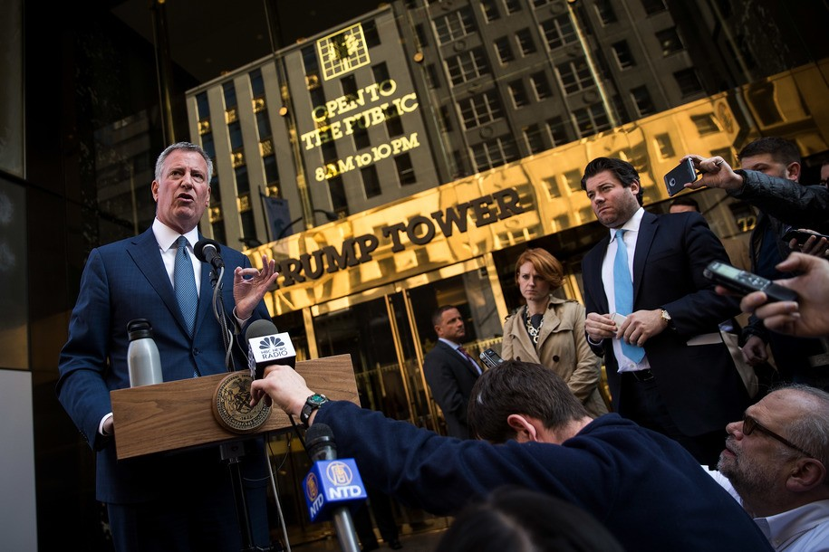 NEW YORK, NY - NOVEMBER 16: New York City mayor Bill de Blasio speaks to the press in front of Trump Tower after his meeting with president-elect Donald Trump, November 16, 2016 in New York City. Trump is in the process of choosing his presidential cabinet as he transitions from a candidate to the president-elect. (Photo by Drew Angerer/Getty Images)
