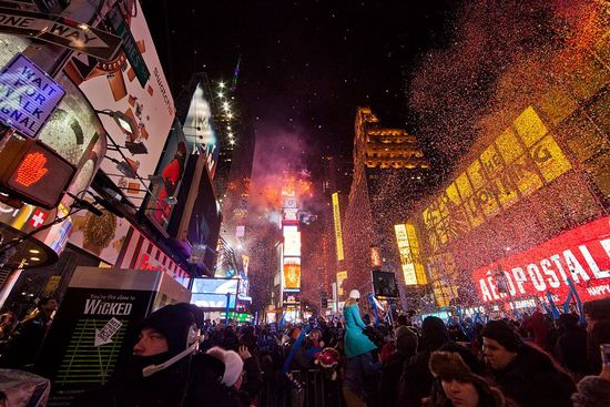 1024px-Working_New_Years_Eve_Social_Media_for_NBC_%289234114888%29.jpg