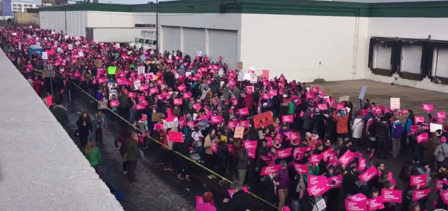 500 rally in St. Paul to defund Planned Parenthood. More than 5,000 counter-protesters greet them
