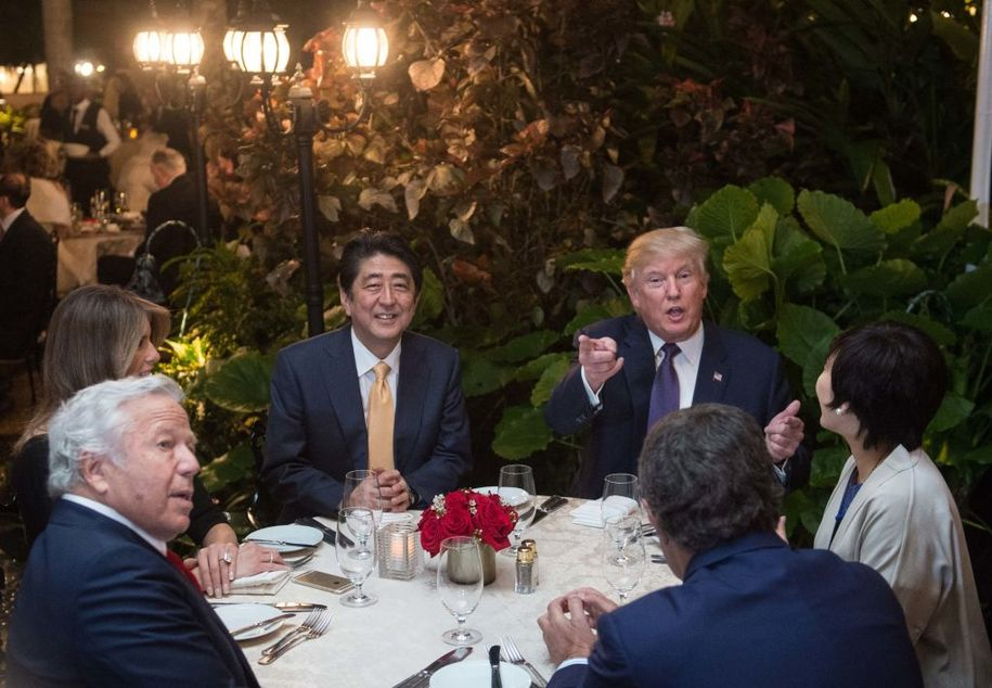 US President Donald Trump, Japanese Prime Minister Shinzo Abe (2nd-L), his wife Akie Abe (R), US First Lady Melania Trump (L) and Robert Kraft (2nd-L),owner of the New England Patriots, sit down for dinner at Trump's Mar-a-Lago resort on February 10, 2017. / AFP / NICHOLAS KAMM        (Photo credit should read NICHOLAS KAMM/AFP/Getty Images)