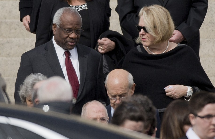 Justice Thomas's wife is back to the teabaggy politics ...