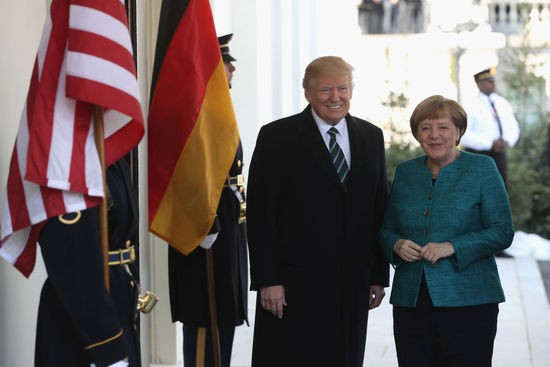 WASHINGTON, DC - MARCH 17:  U.S. President Donald Trump (L) greets German Chancellor Angela Merkel as she arrives to the White House on March 17, 2017 in Washington, DC.  (Photo by Justin Sullivan/Getty Images)