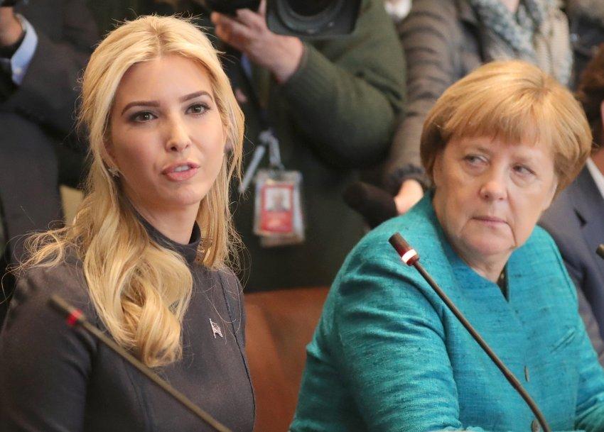 dpatopbilder - RECROP - Bundeskanzlerin Angela Merkel (CDU) und US-Präsident Trump treffen am 17.03.2017 in Washington im Weißen Haus mit ihren Delegationen zu Gesprächen zusammen. Links neben Merkel, Ivanka Trump. Foto: Michael Kappeler/dpa Foto: Michael Kappeler/dpa +++(c) dpa - Bildfunk+++
