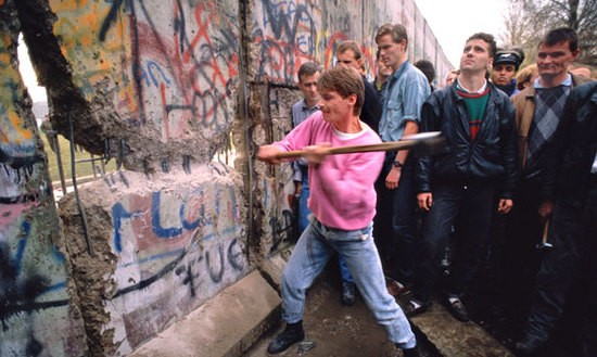 BERLIN-WALL-1989.jpg