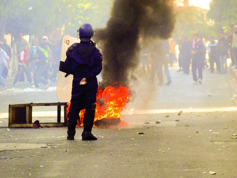 110109_Algeria_slashes_food_prices_amid_riots_002.jpg
