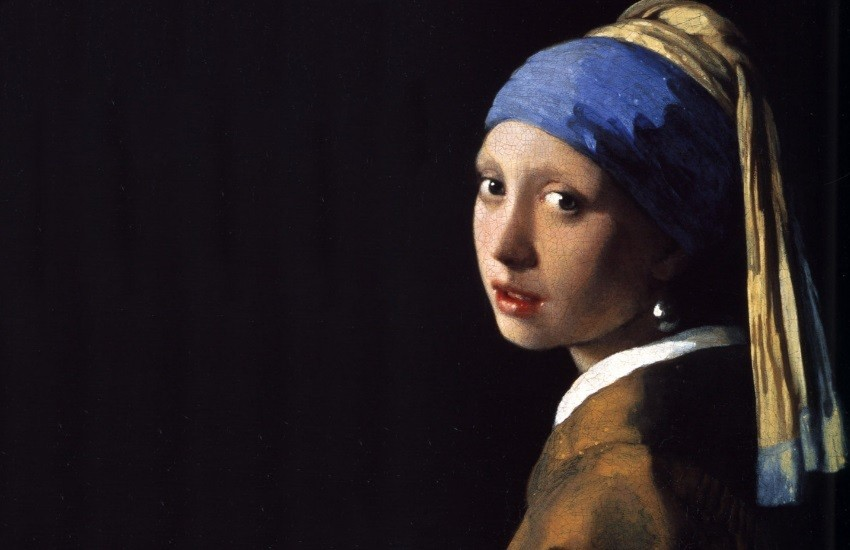 why is the girl with a pearl earring wearing a silver earring an
