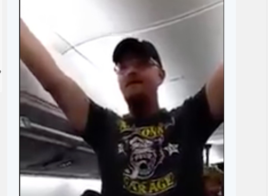 Trump supporters taunts passengers on a Delta flight