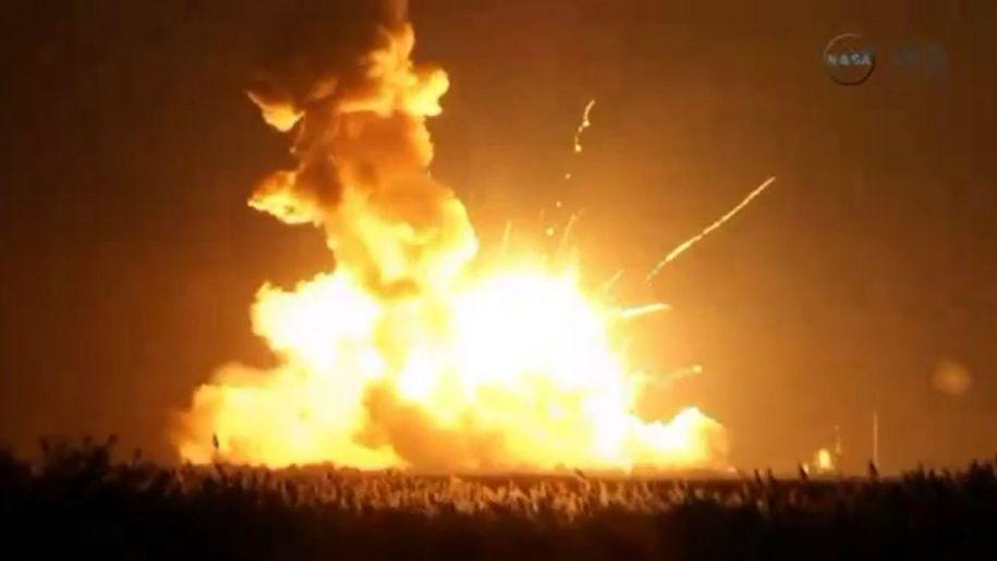 [JSA vs SSE - Le Monde en héritage ] Chapitre II: War Antares-orbital-sciences-explosion