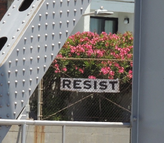 Resist sign next to US 101.