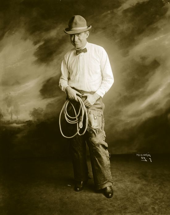 US rustic comedian Will Rogers (1879 - 1935).   (Photo by Hulton Archive/Getty Images)