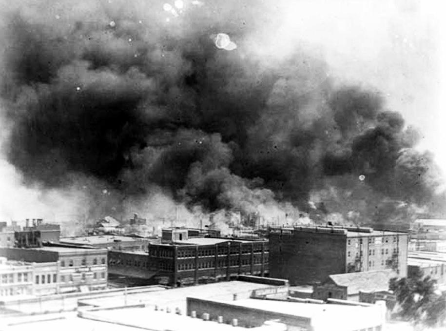 Smoke billowing over Tulsa, Oklahoma 1921