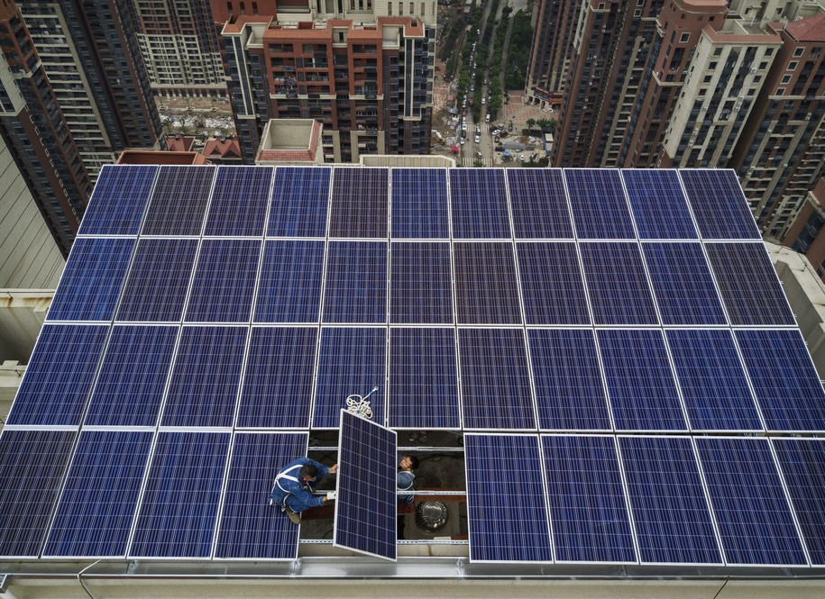 New worldwide solar projects leave fossil fuels in the dust