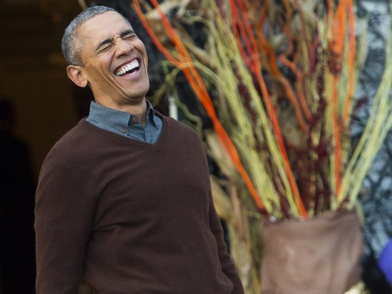 US President Barack Obama laughs as he arrives to hand out treats to children trick-or-treating for Halloween on the South Lawn of the White House in Washington, DC, October 30, 2015. AFP PHOTO / SAUL LOEB / AFP PHOTO / SAUL LOEB        (Photo credit should read SAUL LOEB/AFP/Getty Images)