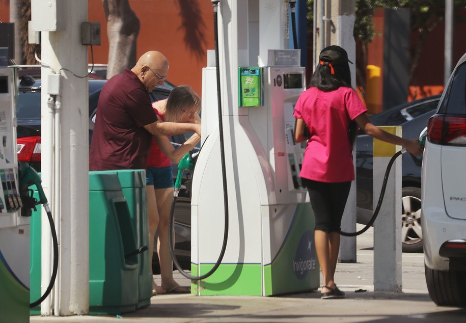 MIAMI, FL - APRIL 09:  Customers pump gas into their vehicles as reports indicate that the price of gasoline continues to rise on April 9, 2018 in Miami, Florida. AAA forecasts the national gas price average will be as much as $2.70/gallon this spring and summer.  (Photo by Joe Raedle/Getty Images)