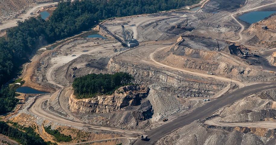 Federal judge rules Trump administration's lifting of Obama-era coal moratorium was illegal