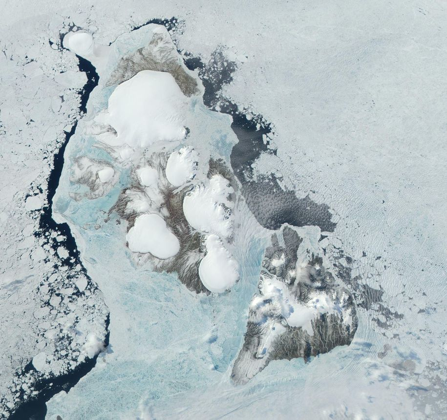 Russian ice cap once thought to be stable suddenly surges creating unprecedented ice loss