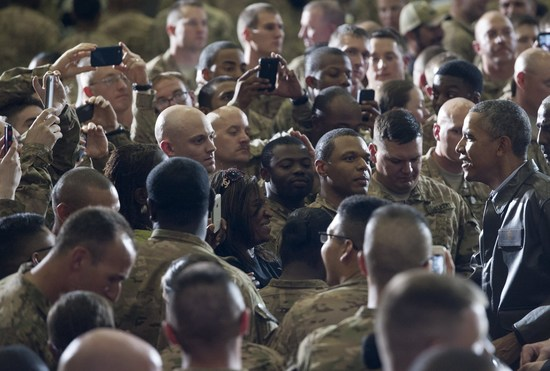 US President Barack Obama greets US troops during a surprise visit to Bagram Air Field, north of Kabul, in Afghanistan, May 25, 2014, prior to the Memorial Day holiday. AFP PHOTO / Saul LOEB        (Photo credit should read SAUL LOEB/AFP/Getty Images)