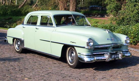 1951_Chrysler_Windsor_De_luxe_photo-2.JPG
