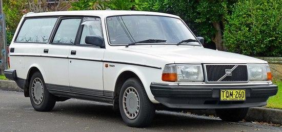 1200px-1988-1991_Volvo_240_GL_station_wagon_%282011-06-15%29_01.jpg
