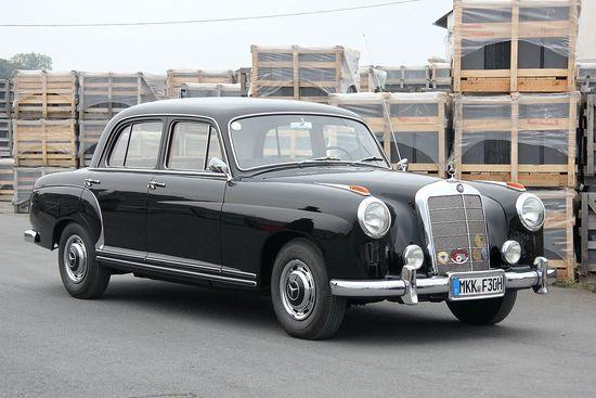 Mercedes-Benz_220_W_180_%282014-09-13_7000%29.JPG