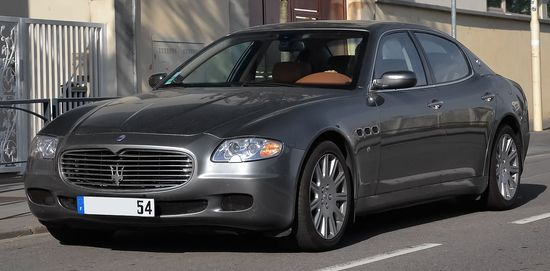 Maserati_Quattroporte_-_Flickr_-_Alexandre_Pre%CC%81vot_%2818%29_%28cropped%29.jpg