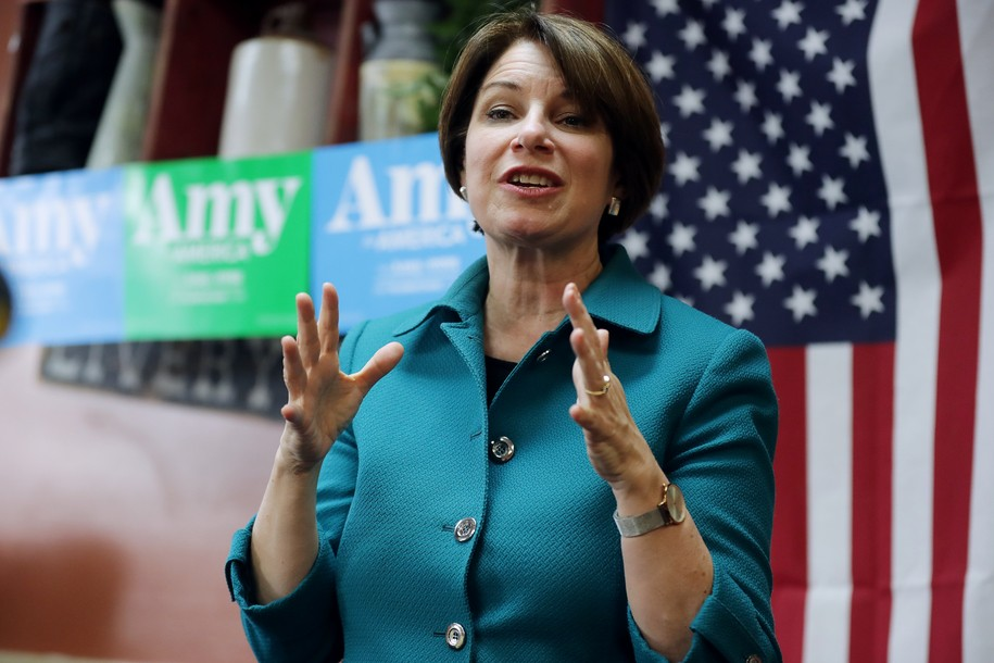 Amy Klobuchar makes it 13 Democratic candidates pledging not to accept fossil fuel money