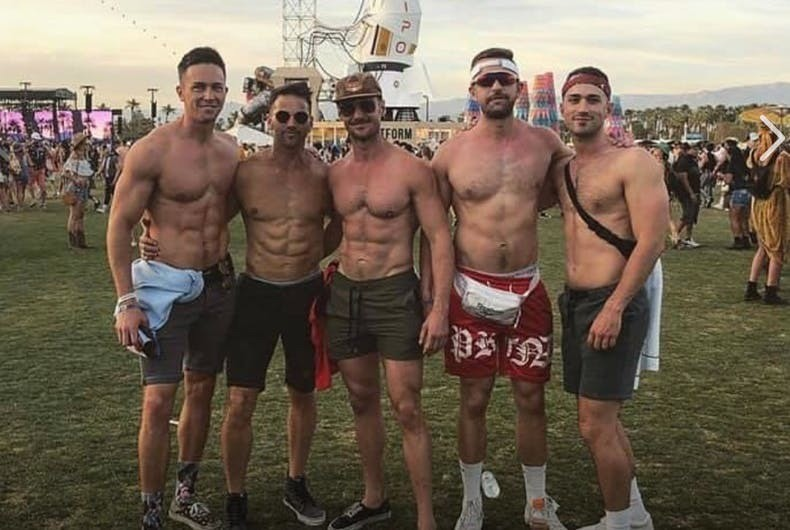 """Aaron """"I-kissed-a-boy-at-Coachella-and-I-REALLY-liked it"""" Schock nude Grindr pics surface"""