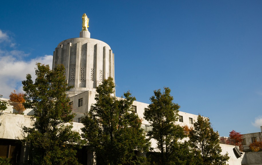 Open thread for night owls: GOP walkout in Oregon a tale of coziness with corporate interests