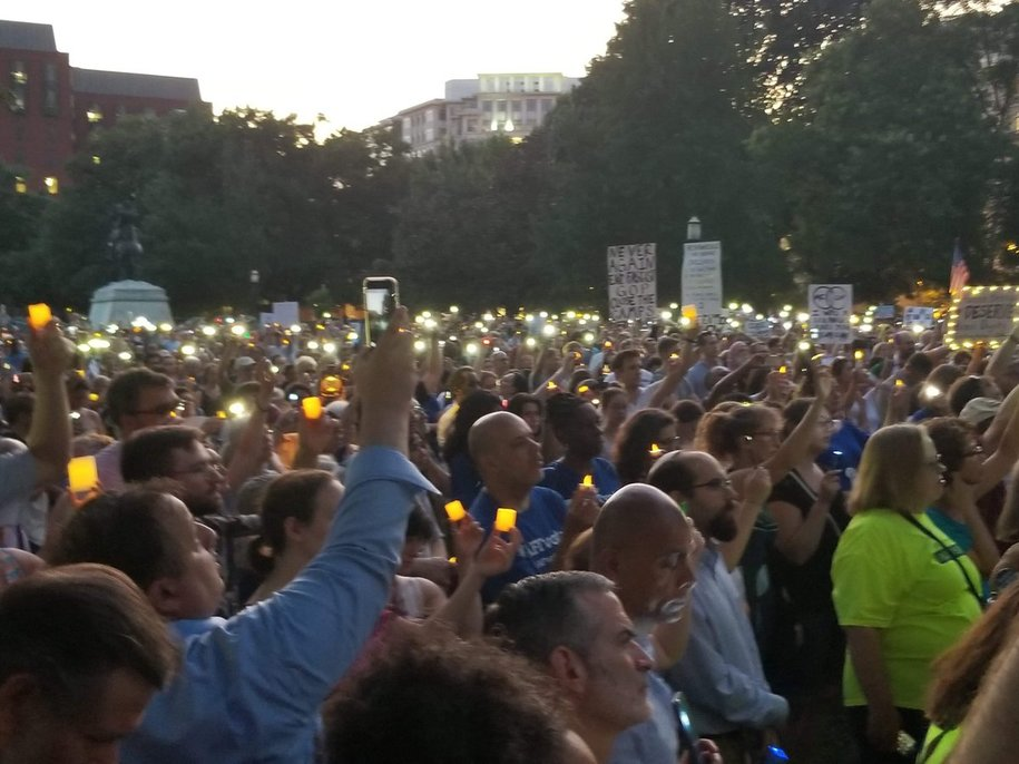 A Wave of Protest From Sea to Shining Sea: #LightsForLiberty