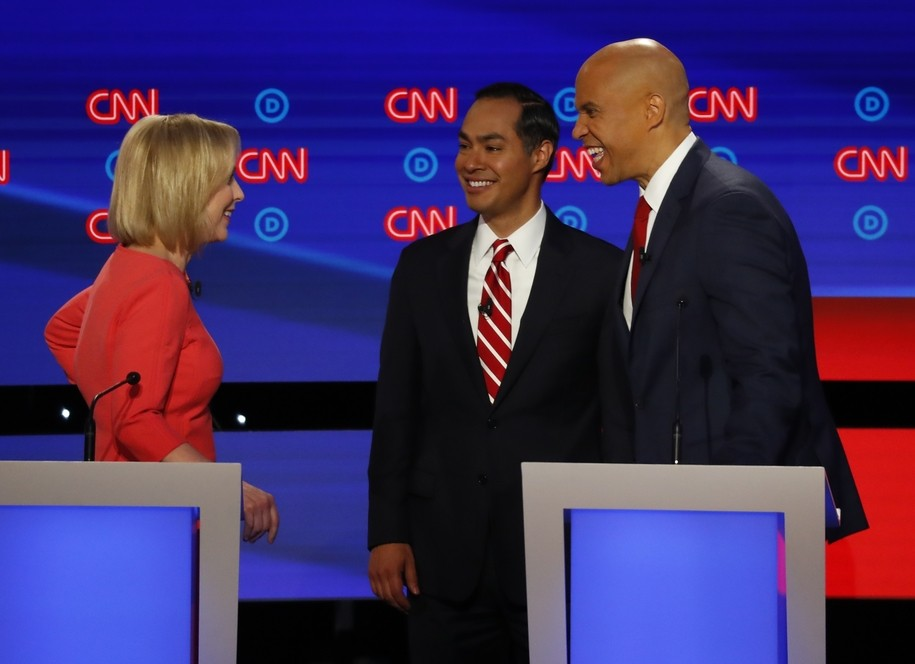 2020 Democrats shine: Castro ad hits Trump at home, Booker brings black church leaders to their feet