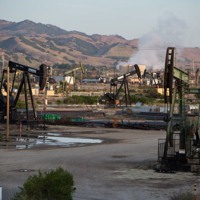 CA Senate Committee Votes 4 to 5 Against Bill to Create Health and Safety Zones Around Oil Wells