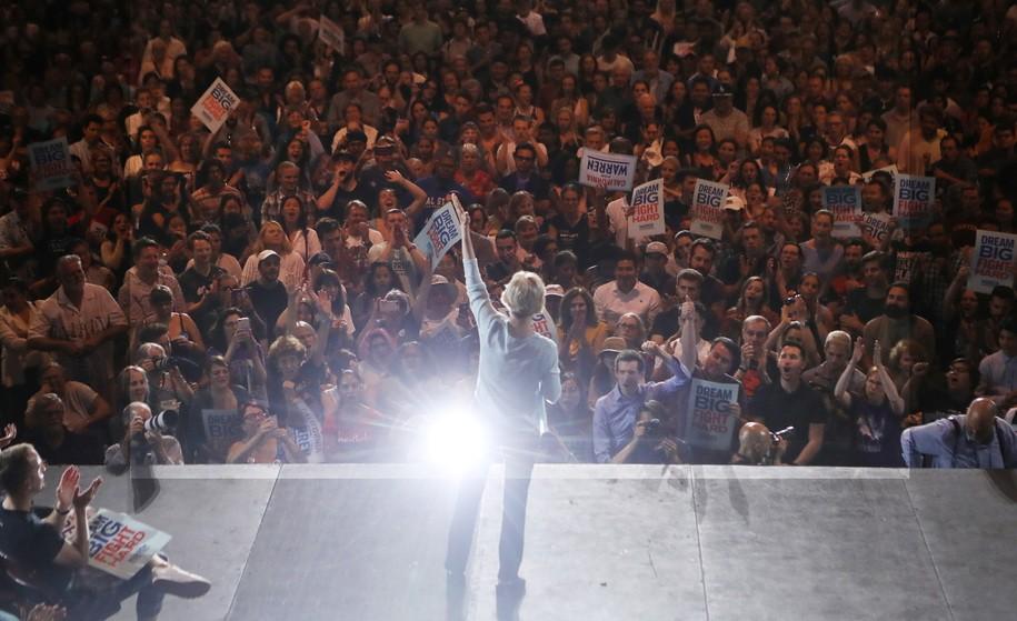 Democrats' most engaged voting bloc is gravitating toward Elizabeth Warren