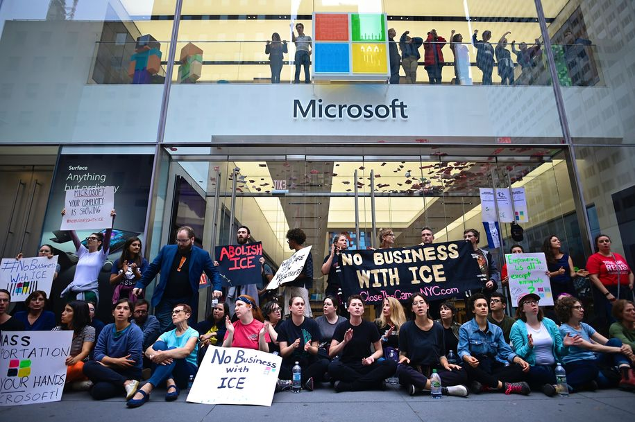 76 protesters arrested at Microsoft while demonstrating against business ties with ICE