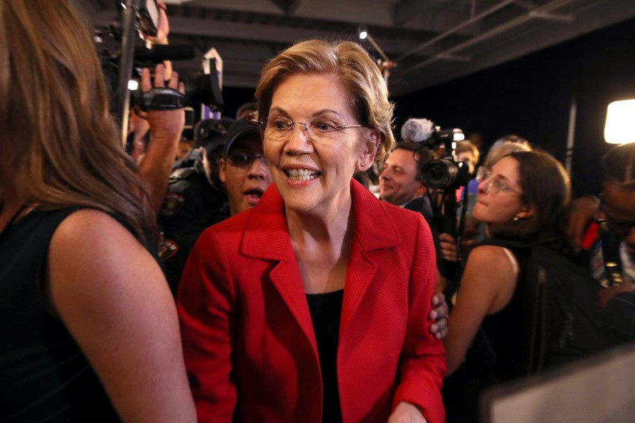 photo image 'It's a good way to fight back': Elizabeth Warren reads everyday stories of pregnancy discrimination
