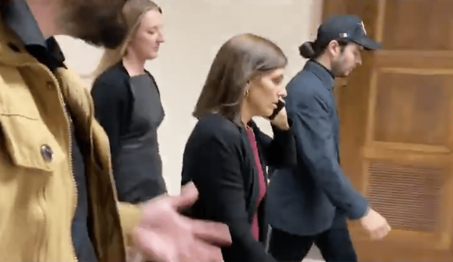 Republican senator tries to pretend she just got a phone call when confronted by veterans