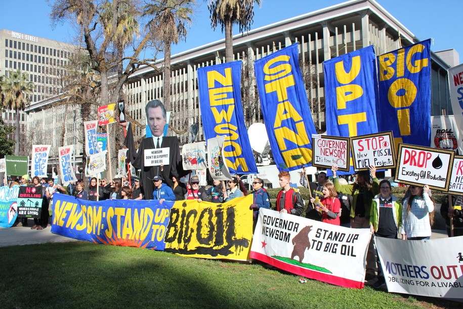 Protesters oppose new fracking operations in California.