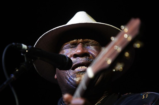 BYRON BAY, AUSTRALIA - APRIL 04:  Taj Mahal & Band perform on stage during Day 4 of Bluesfest 2010 at Tyagarah Tea Tree Farm on April 4, 2010 in Byron Bay, Australia.  (Photo by Mark Metcalfe/Getty Images)