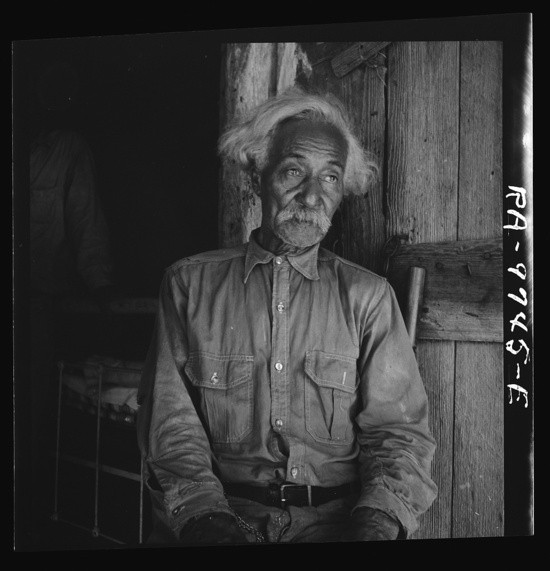 Bob Lemmons, Carrizo Springs, Texas. Born around 1850 as a slave south of San Antonio. Came to Carrizo Springs during the Civil War with white ranchers looking for new range. In 1865 his master was one of the first settlers. I knew Billy the Kid, King Fisher and other well-known bad guys from the border. Photo by Dorothea Lange, 1936.