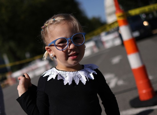 WASHINGTON, DC - SEPTEMBER 23: Lucille Wilson, 3, wears a RBG collar while waiting in line to view the casket of Associate Justice Ruth Bader Ginsburg who is lying in repose at the U.S. Supreme Court, on September 23, 2020 in Washington, DC. Ginsburg, who was appointed by former U.S. President Bill Clinton, served on the high court from 1993 until her death on September 18, 2020. (Photo by Win McNamee/Getty Images)