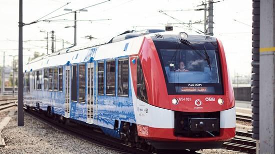 Coradia hydrogen train in Austria. Wasserstoff-Zug.Copyright: ÖBB/Marek Knopp