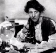 MarieStopesinherlab-1904.jpg