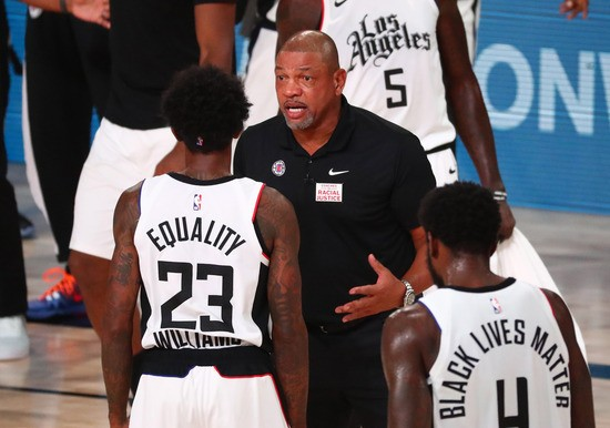 LAKE BUENA VISTA, FLORIDA - AUGUST 25: Head coach Doc Rivers of the LA Clippers talks with guard Lou Williams #23 in the first half against the Dallas Mavericks in game five of the first round of the 2020 NBA Playoffs at ESPN Wide World Of Sports Complex on August 25, 2020 in Lake Buena Vista, Florida. NOTE TO USER: User expressly acknowledges and agrees that, by downloading and or using this photograph, User is consenting to the terms and conditions of the Getty Images License Agreement. (Photo by Kim Klement-Pool/Getty Images)