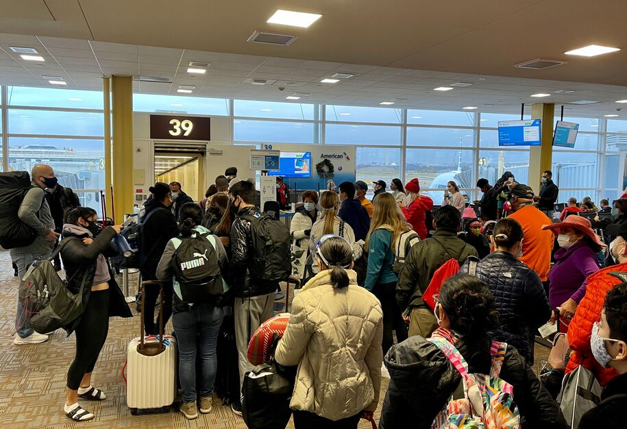 Crowds seen, on December 18, 2020 at Washington Reagan National Airport (DCA) with long queues at the Departure gates in Arlington, Virginia, as the Christmas holiday travel starts despite the Coronavirus pandemic. (Photo by Daniel SLIM / AFP) (Photo by DANIEL SLIM/AFP via Getty Images)